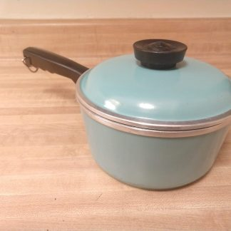 small saucepan with lid by Club Aluminum Cookware